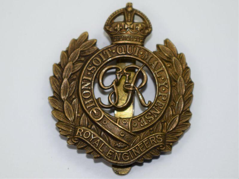 70) Good Original WW2 Royal Engineers Brass Cap Badge