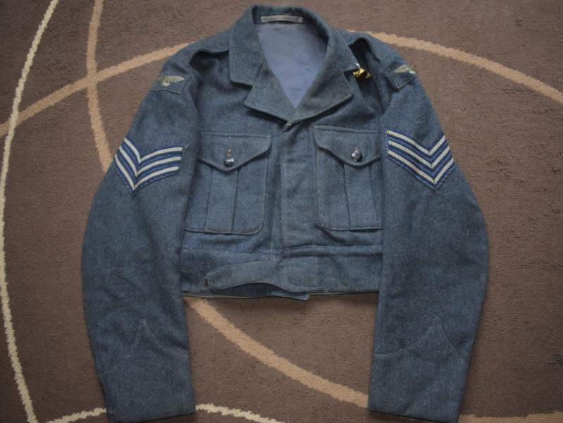 79) Excellent Original Early Post WW2 RAF Battledress Blouse with Insignia