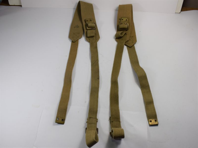 89) Good Matching Pair of WW2 Wireless Set Shoulder Straps