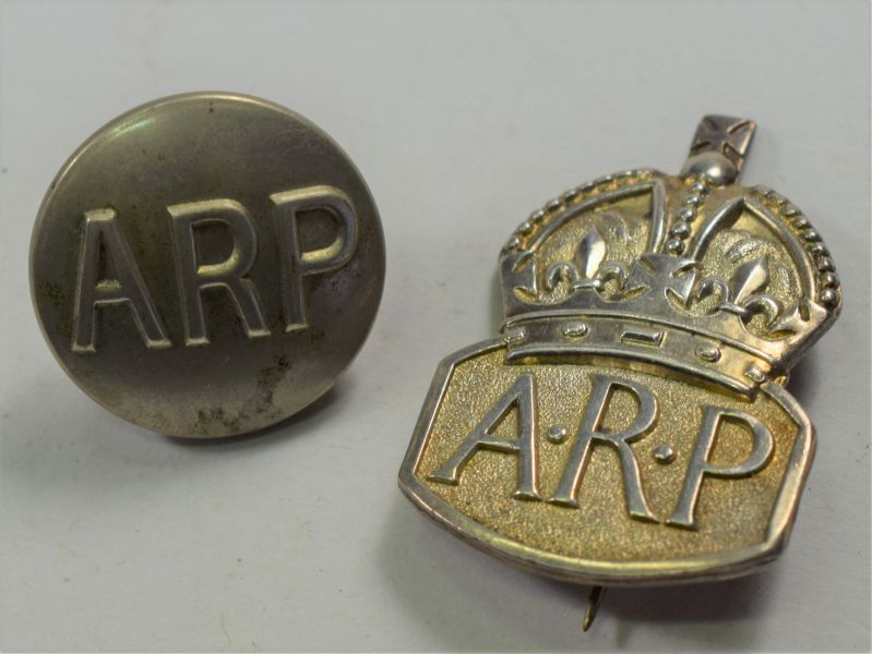 100) Original WW2 Woman's ARP Issue Pin Back Badge & Button