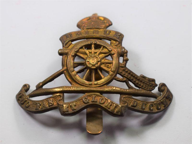 31) Good Original WW1 WW2 Cap Badge The Royal Artillery