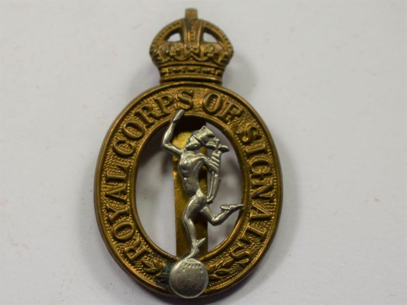 33) Good Original WW2 Cap Badge The Royal Corps of Signals