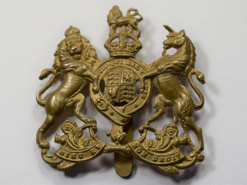 37) Good Original WW1 WW2 General Service Cap Badge