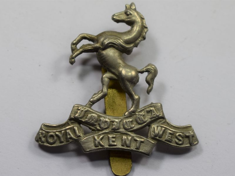 38) Good Original WW1 WW2 Cap Badge Royal West Kent