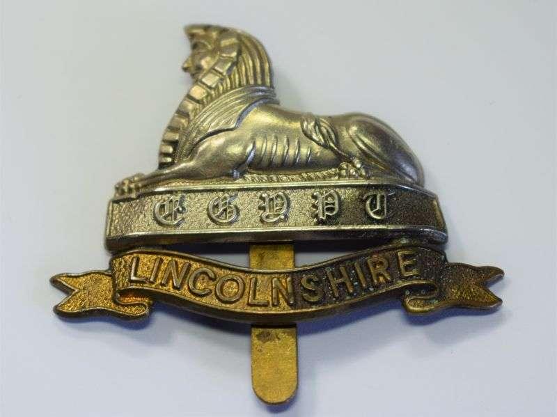 134) Original WW1 WW2 Cap Badge to the Lincolnshire Regiment