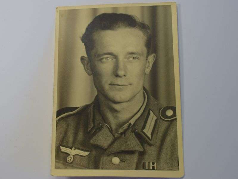 14) Excellent Original Portrait Photo of WW2 German Soldier