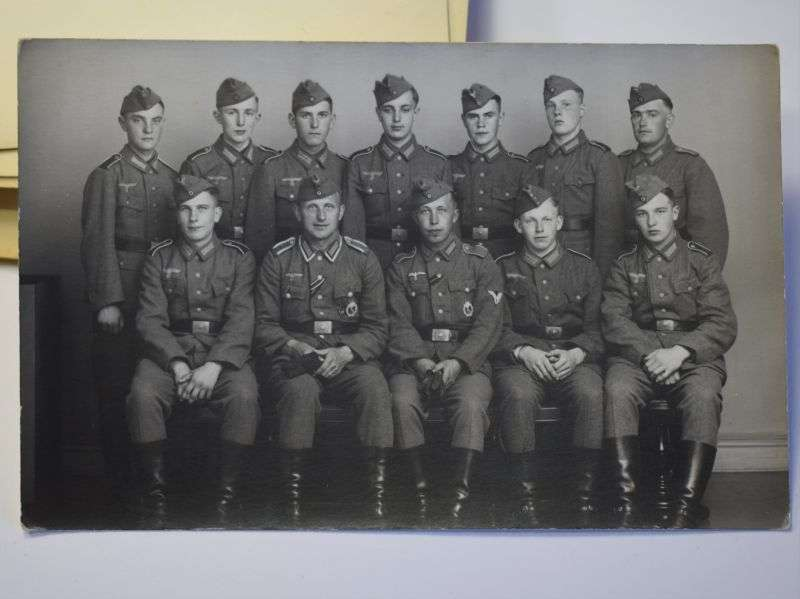16) Original WW2 German Army Group Photo