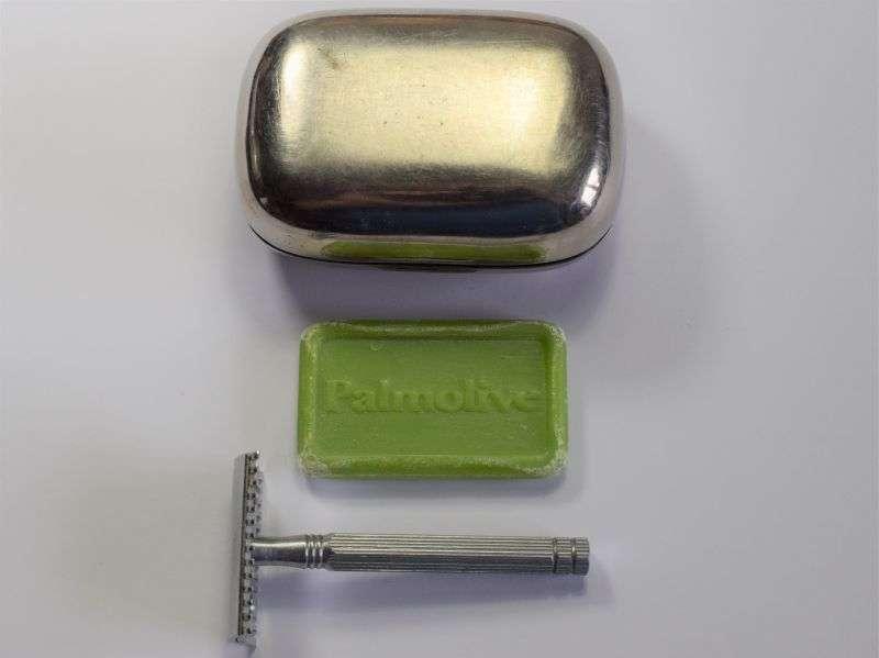 54) 1930s-50s Private Purchase Soap Tin, Palmolive Soap & Razor