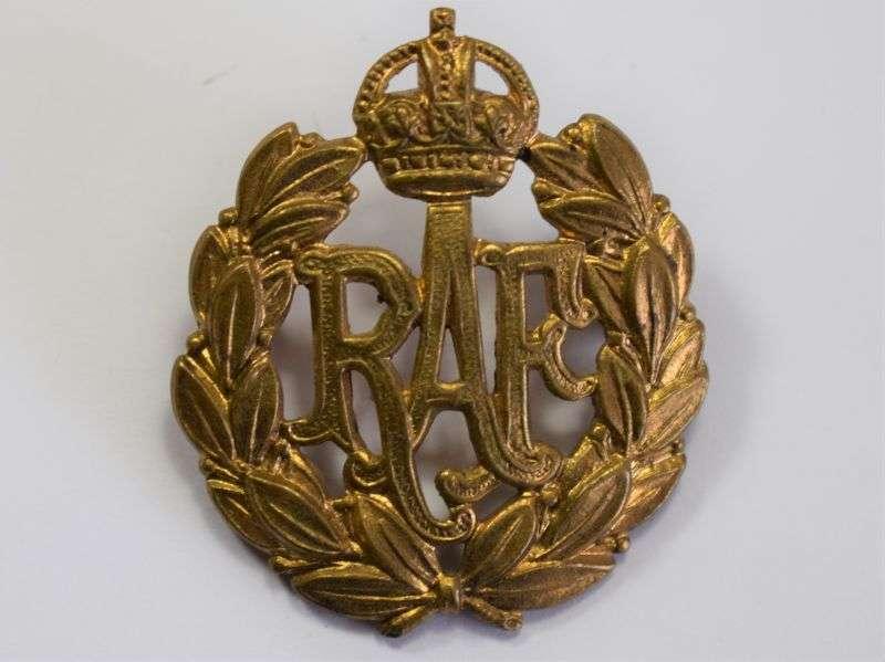 43) Good Original WW2 Royal Air Force Issue Cap Badge
