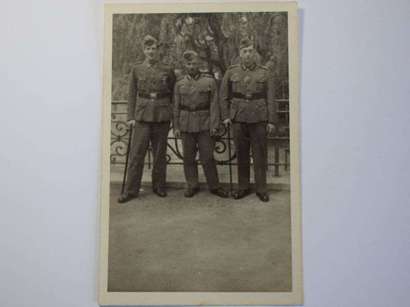 170) Excellent Original WW2 Photograph of 3 Wounded German Army Soldiers