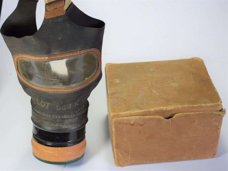 176) Good Original WW2 British Home Front Civilian Respirator & Box