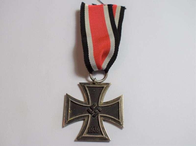 61) Excellent Original WW2 German Issue Iron Cross 2nd Class