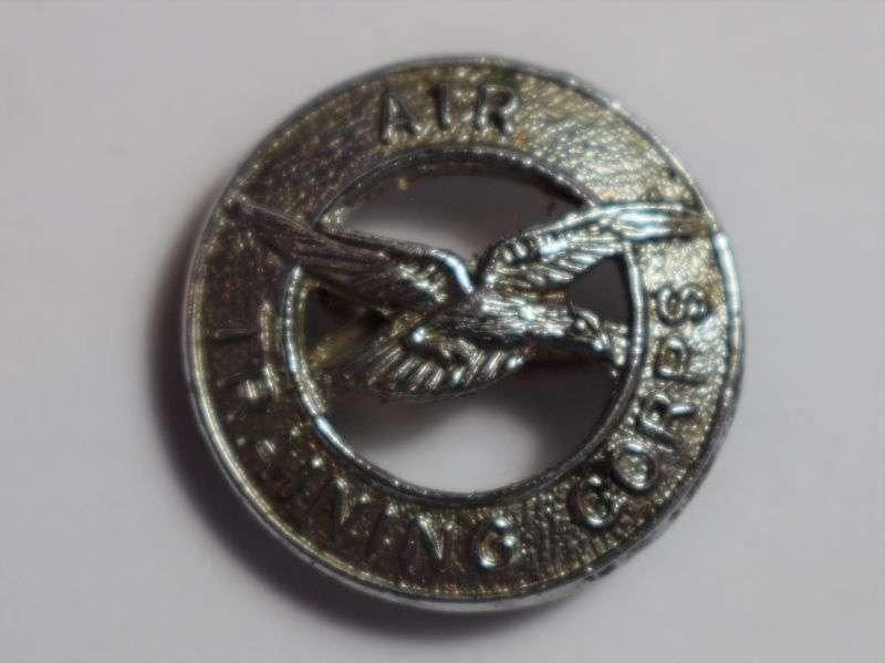 64) Good Original WW2 Air Training Corps Small Pin Back Badge