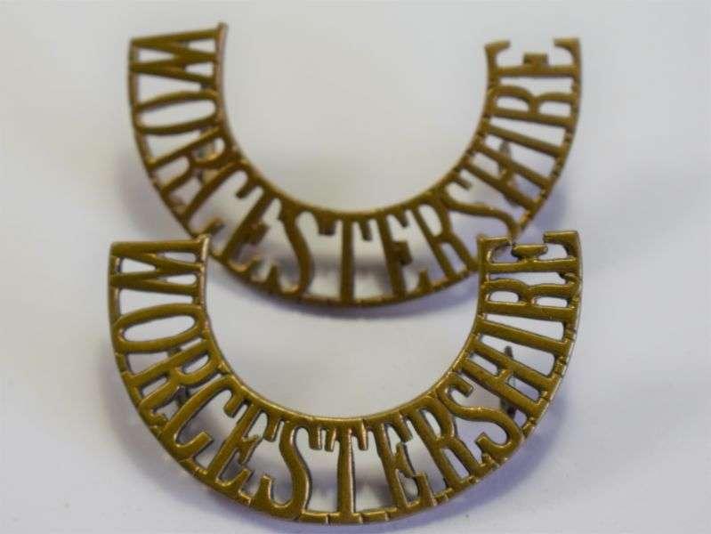 85) Original WW1 WW2 British Army Worcestershire Regt Brass Shoulder Title Pair
