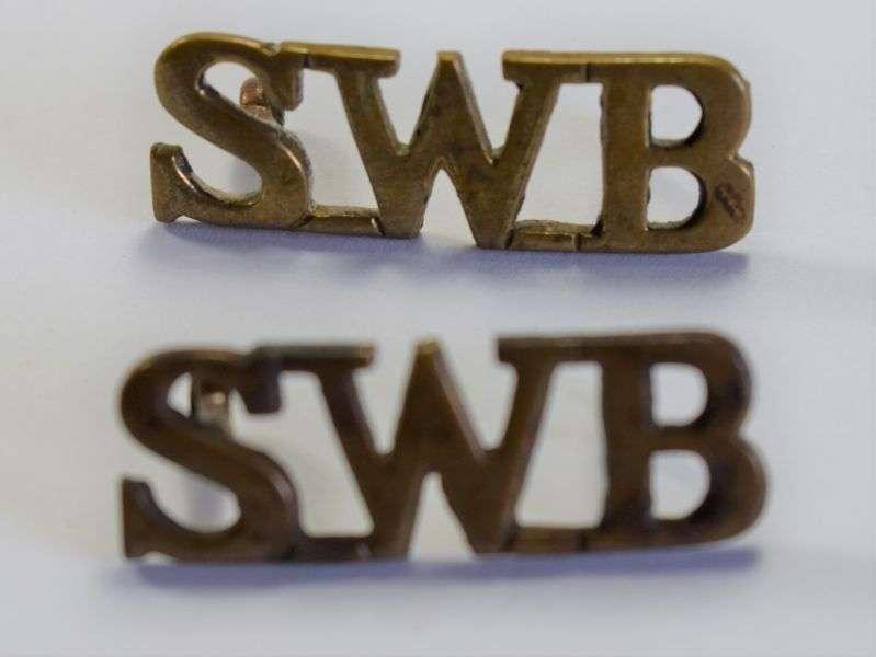 86) Original WW1 WW2 British Army South Wales Borderers Brass Shoulder Title Pair