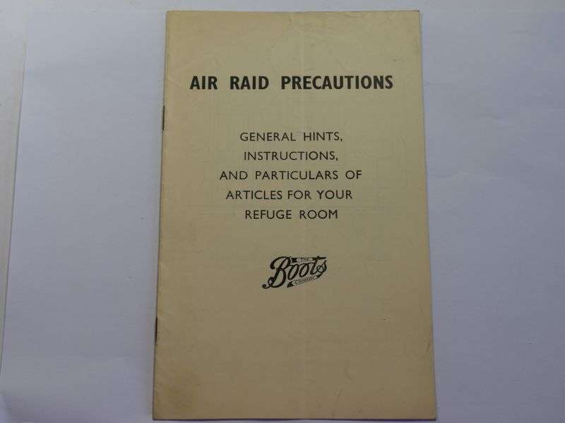 118) WW2 ARP Pamphlet Hints, Instructions & Particulars of Articles for Your Refuge Room