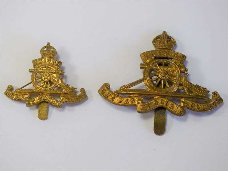 90) Excellent Original WW2 Royal Artillery Beret Badge
