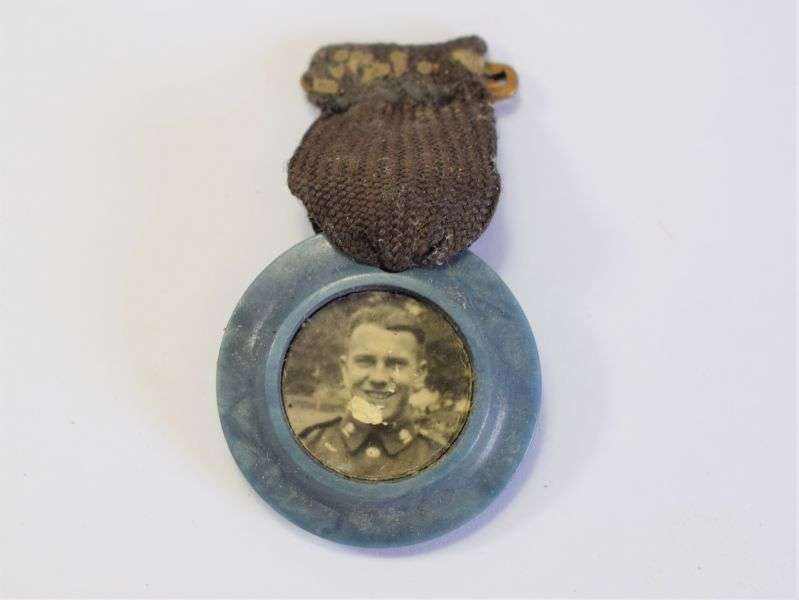 103) Small WW2 Home Made? Pin on Photograph of Soldier