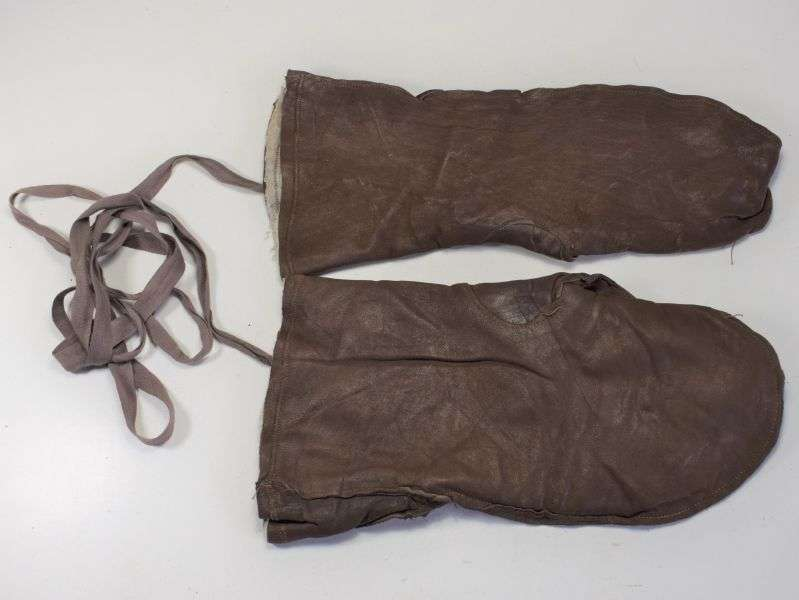 8) Lovely WW2 British Military Soft Leather Mittens ATS, WAAF?