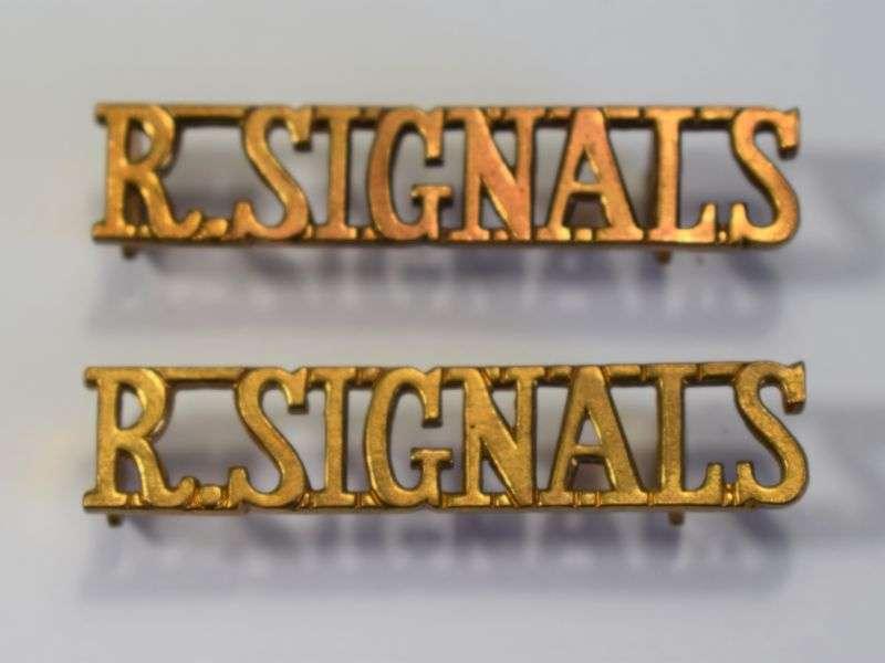 37) Original Royal Signals Shoulder Title Pair