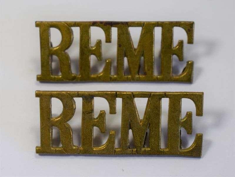 45) Original WW2 Royal Electrical & Mechanical Engineers Shoulder Title Pair