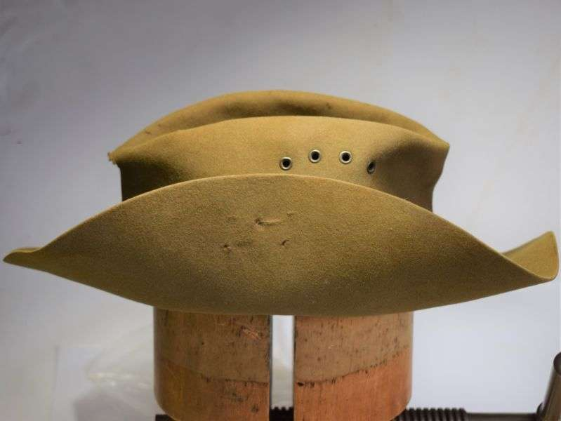 82) Original Well Used Australian Army Issue Slouch Hat Dated 1944