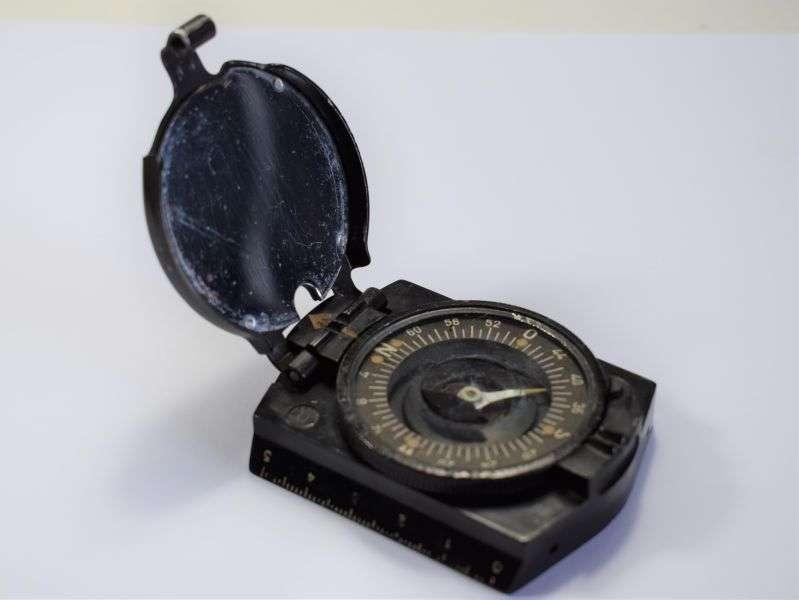 103) Original WW2 German Army Bakelite Marching Compass
