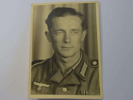 14) Excellent Original Portrait Photo of WW2 German Soldier
