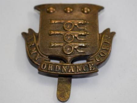 22 An Original WW1 Army Ordnance Corps Cap Badge