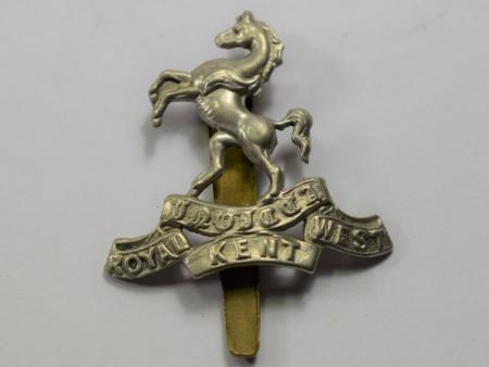 41) Original WW1 WW2 Royal West Kent Regt White Metal Cap Badge